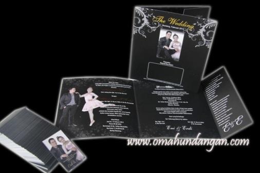 thumbs undangan pernikahan hitam sc16 Undangan Softcover