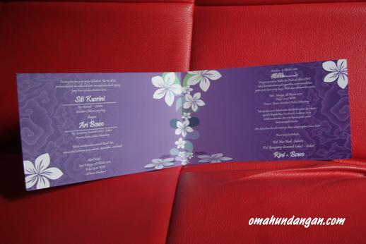 undangan pernikahan softcover ungu putih dalam SC06 Undangan softcover ungu bunga [Sc 06]