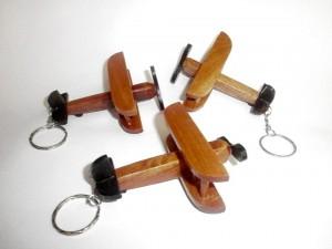 gantungan kunci pesawat capung 300x225 Sovenir gantungan kunci unik [S 01]