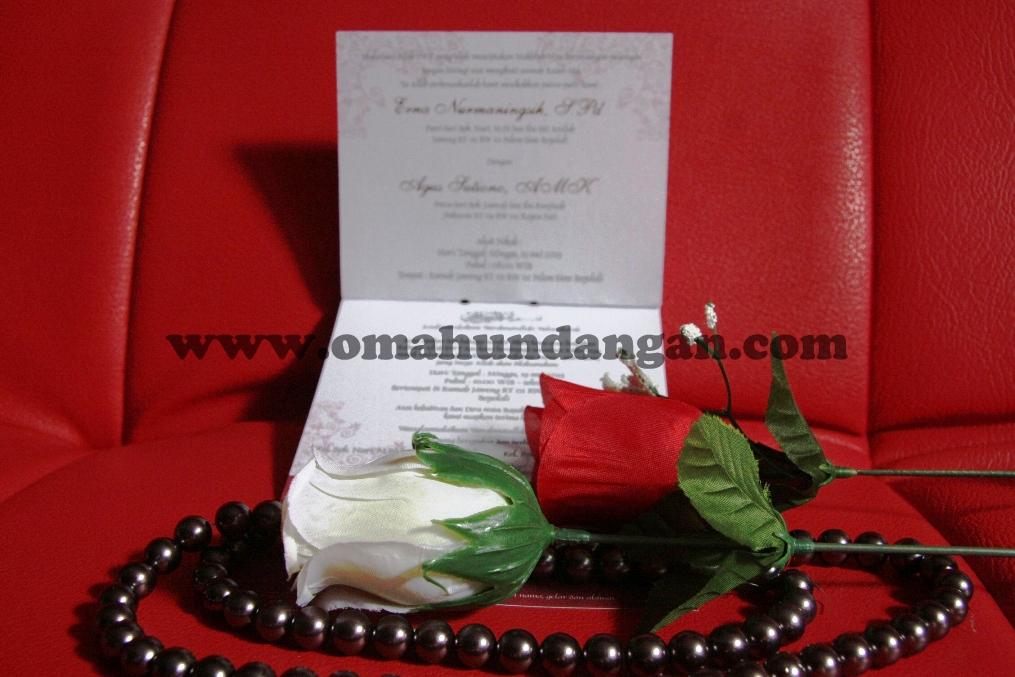 undangan unik pita maroon tengah 2 Undangan Unik Pita Maroon (SC 29)