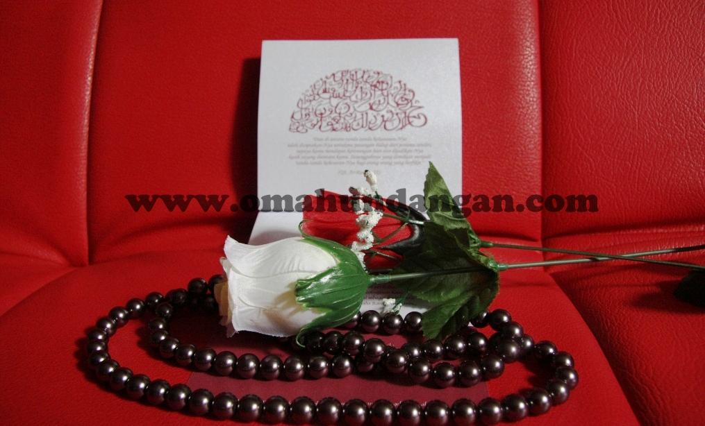 undangan unik pita maroon tengah Undangan Unik Pita Maroon (SC 29)