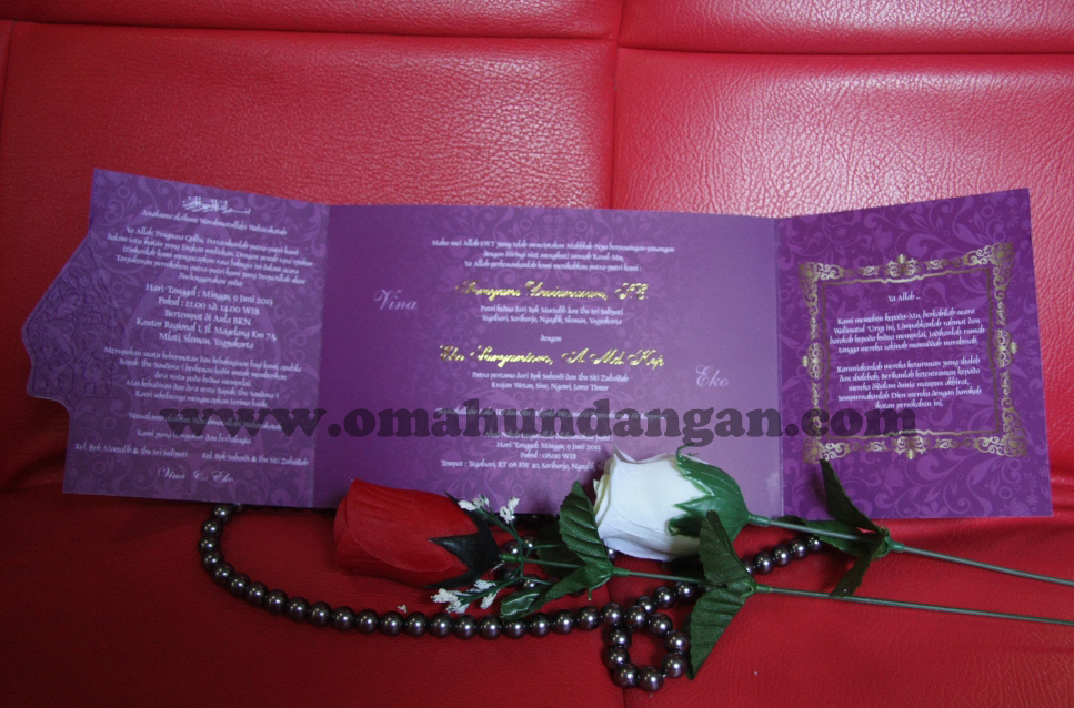 undangan elegant ungu gunungan Undangan pernikahan ungu ornamen gunungan wayang [sc 31]