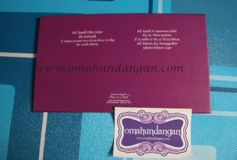 cover belakang Undangan hardcover ungu pita [HC 29]