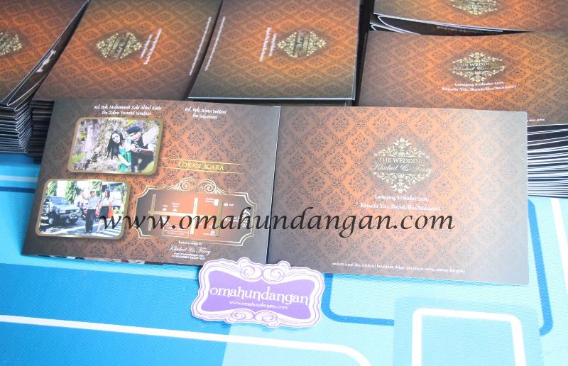 undangan coklat batik Undangan pernikahan coklat batik [SC 52]