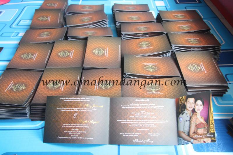 undangan coklat ornamen Undangan pernikahan coklat batik [SC 52]
