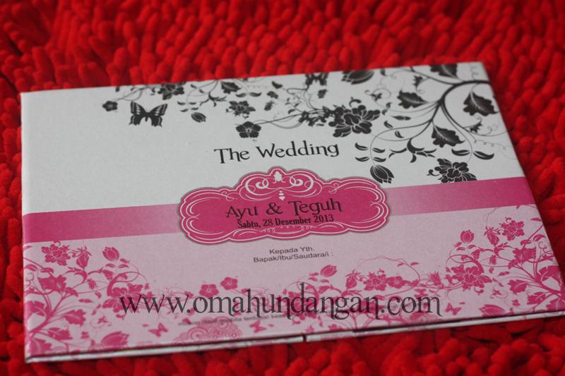 undangan pink hardcover Undangan hardcover pink dengan emblem [hc 30]