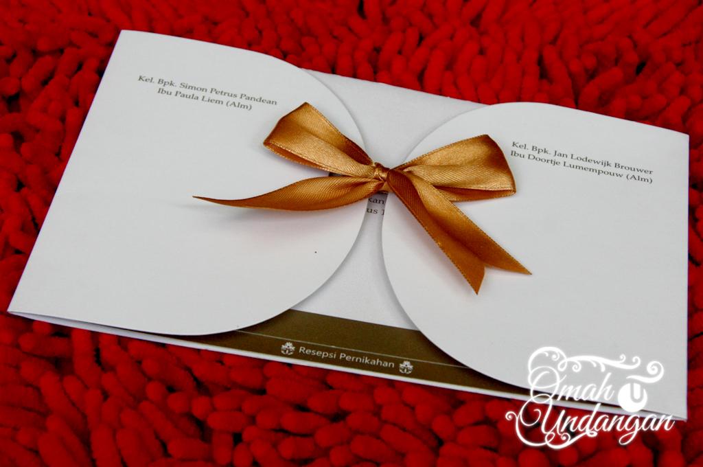 undangan softcover pita Undangan Softcover Gold pita [SC 62]